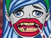 Ghoulia Yelps Bad Teeth